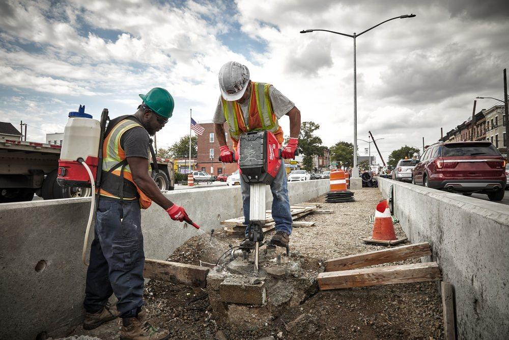 MILWAUKEE® – O další krok blíže k zelenějšímu, bezpečnějšímu a produktivnějšímu pracovišti