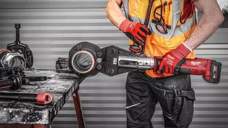 ARTICLE ZONE OUTILLAGE - La gamme de sertisseuses Milwaukee : des outils sans fil puissants, fiables