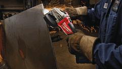 MILWAUKEE® M18 FUEL™ akumulátorová uhlová brúska s rovnakým výkonom ako brúsky napájané zo siete